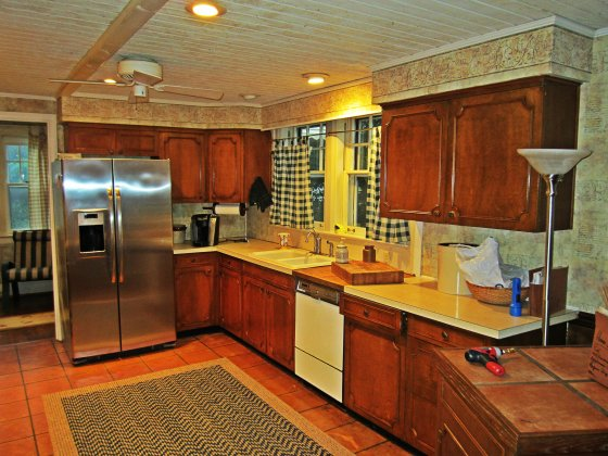 And now to the Kitchen - last updated in 1968 (in case you couldnl't tell from the countertops and dishwasher).